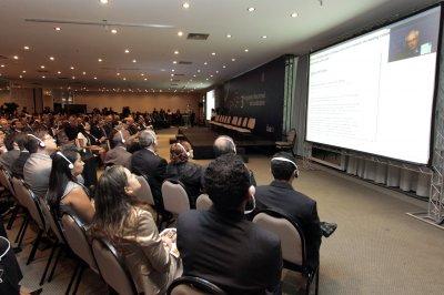 3° Encontro Nacional do Judiciário: Participantes acompanham a conferência do professor Robert Kaplan.