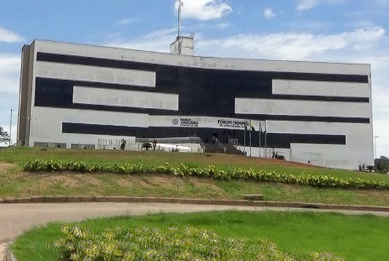 Faixada do prédio do Fórum criminal