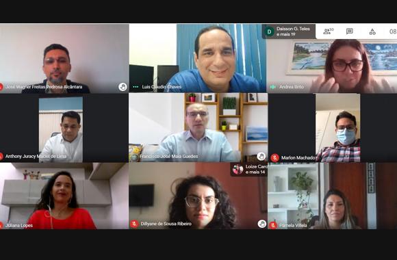 Imagem da videoconferência com os rostos dos participantes aparecendo em nove quadradinhos